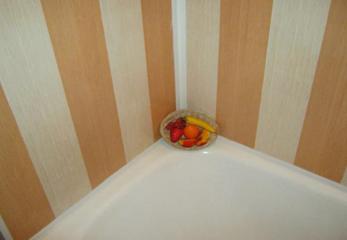 Плинтус в ванную для стыков