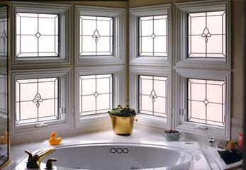 Смотрим в окно в ванной