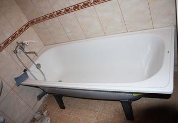 Устанавливаем новую стальную ванну